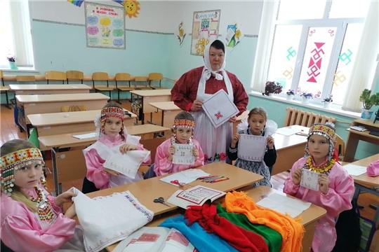 В общеобразовательных учреждениях Алатырского района отметили День чувашской вышивки