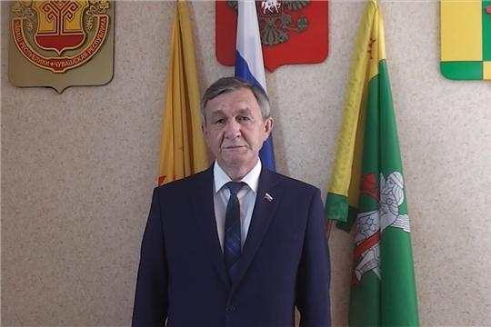 Глава администрации Аликовского района А.Н. Куликов поздравил выпускников Аликовского района с последним звонком