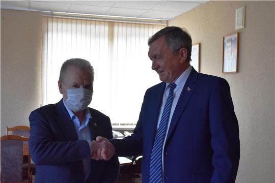 Депутат Госсовета Чувашии вручил  защитные маски