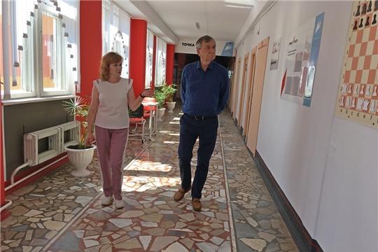 Глава администрации района ознакомился с ходом ремонтных работ в Чувашско-Сорминской школе