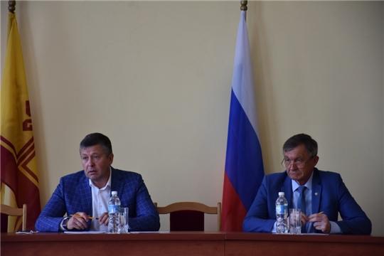Аликовский район с рабочим визитом посетил министр транспорта и дорожного хозяйства Владимир Осипов