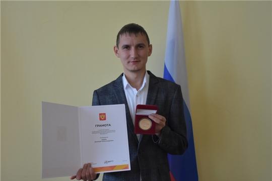 Олег Николаев наградил волонтеров акции взаимопомощи #МыВместе