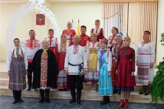 В Районном Доме культуры прошел показ чувашской национальной одежды