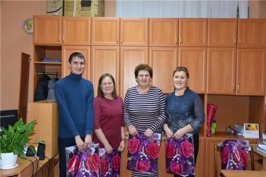 Молодежное правительство администрации поздравило с Днём матери