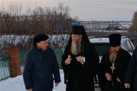 Преосвященнейший Феодора епископ Алатырский и Порецкий проводит праздничную литургию в храме с.Первомайское