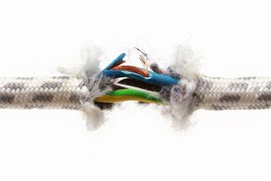 Неисправное электрооборудование часто является причиной пожара