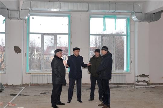 Глава администрации Батыревского района проинспектировал ход ремонтных работ здания детской школы искусств
