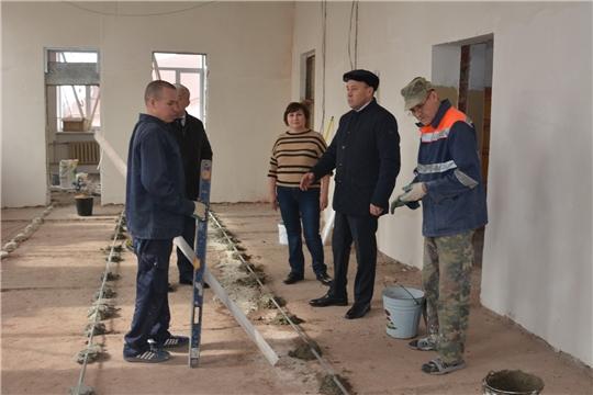 Р.Селиванов проинспектировал начало ремонтных работ здания центральной районной библиотеки