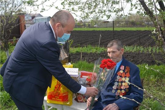 Глава администрации района Р.Селиванов поздравил участников войны с 75-й годовщиной Победы в ВОВ