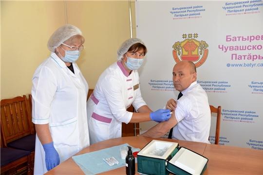 Работники администрации района привились от гриппа