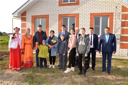 Новый дом - многодетной семье и детям - сиротам