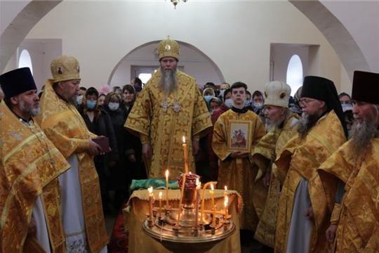 Божественная Литургия в храме свт. Николая с. Новое Ахпердино