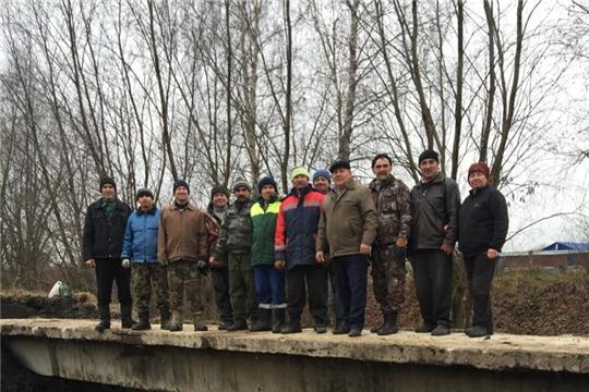 Б.Чеменевское сельское поселение: силами селян сооружен мост к поляне