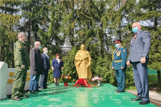 В Чебоксарском районе состоялось возложение венков и цветов в честь 75-летия Победы в Великой Отечественной войне