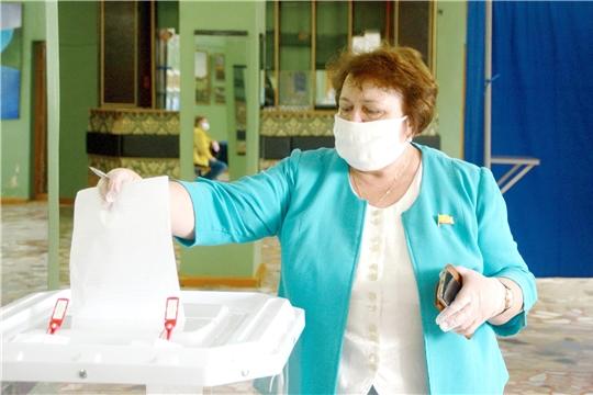 Спикер Госсовета Чувашии Альбина Егорова проголосовала за внесение поправок в Конституцию