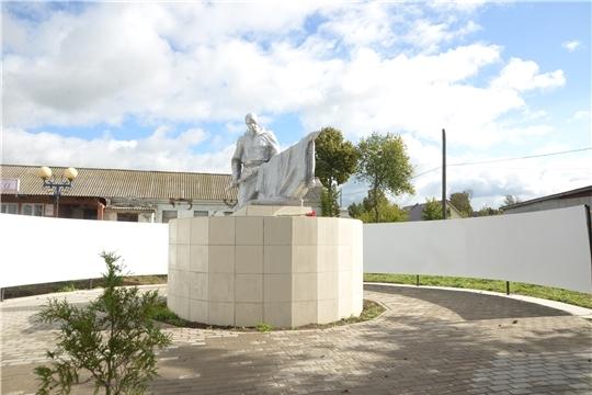 «Мы в долгу перед героями Великой Отечественной войны за мирное небо». Альбина Егорова посетила строящийся военный мемориал в селе Абашево
