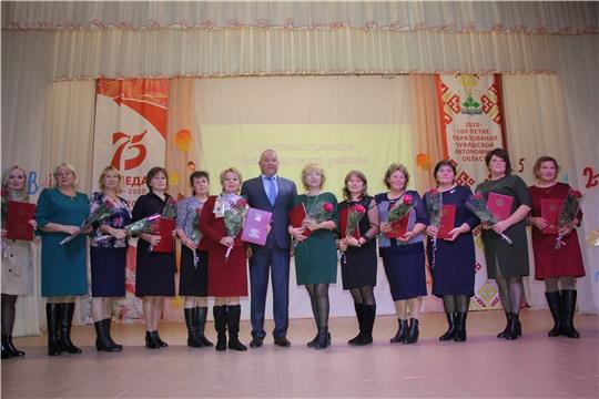 Николай Хорасев поздравил педагогов Чебоксарского района с профессиональным праздником