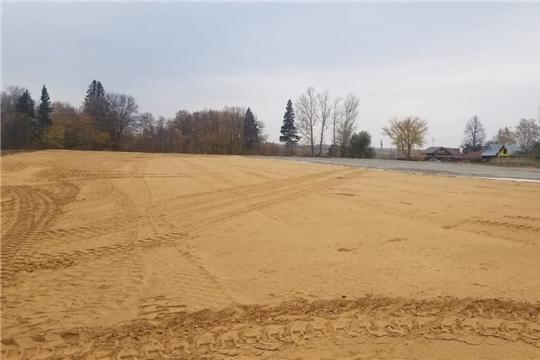 Глава администрации Чебоксарского района Николай Хорасев ознакомился с ходом строительства футбольного поля в с. Ишлеи