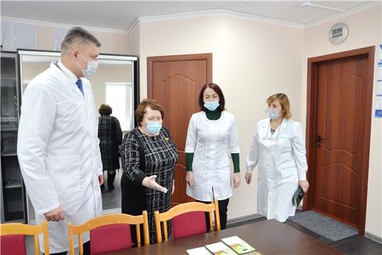 С заботой о медиках. Альбина Егорова ознакомилась с работой «красной зоны» Чебоксарской районной больницы