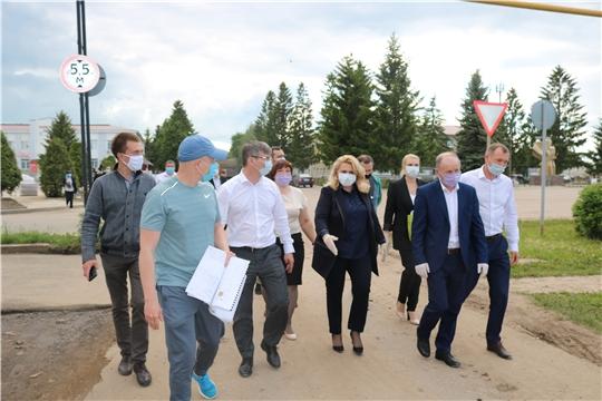 Рабочая группа под руководством Аллы Салаевой проверила готовность благоустройства площади Победы в селе Красные Четаи