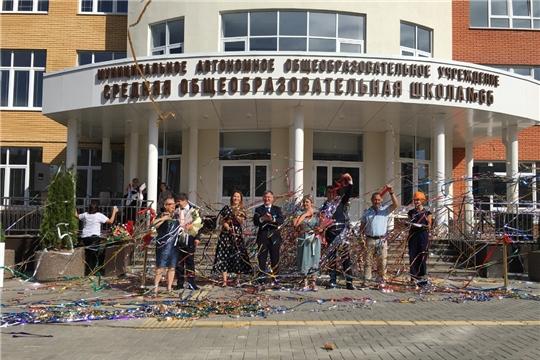 Министр Александр Героев поздравил с Днем знаний учеников первой школы в «Новом городе»