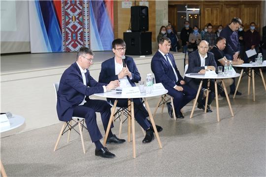Министр Александр Героев повел встречу с дольщиками ООО «СЗ «Лидер»