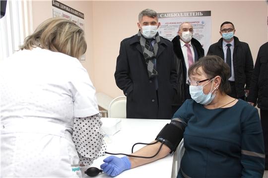 Олег Николаев в Канашском районе посетил новый ФАП и провел совещание по вопросам ремонта и строительства объектов здравоохранения