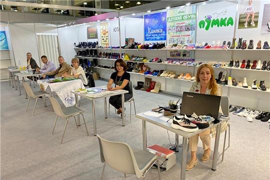 Чувашские производители представили республику на международной выставке обуви в Москве