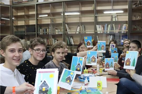 В Алатырском краеведческом музее состоялся мастер-класс «Рождественская открытка»