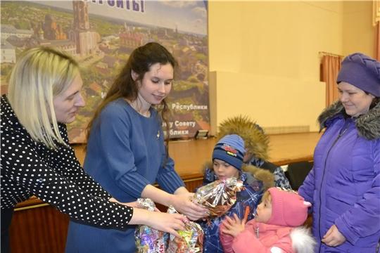 В Алатыре завершилась благотворительная акция «Подари детям праздник!»