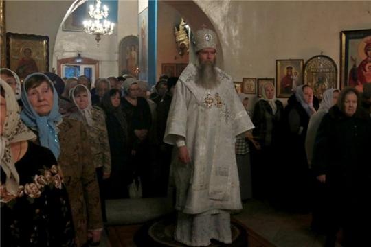 Епископ Алатырский и Порецкий Феодор возглавил Рождественское богослужение в храме Воздвижения Креста Господня