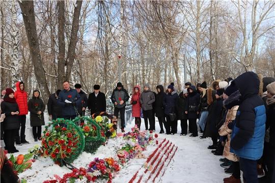 В Алатыре прошёл митинг, посвящённый 76-ой годовщине полного освобождения Ленинграда от блокады