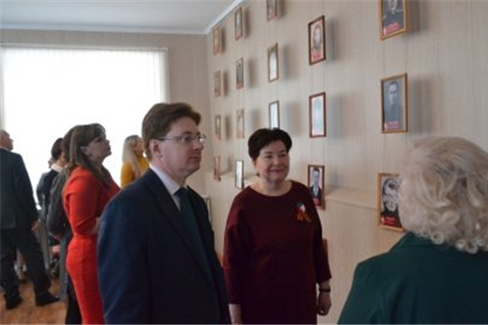 В Алатырском филиале ЧГУ открылась фотовыставка, посвящённая 75-летию Великой Победы