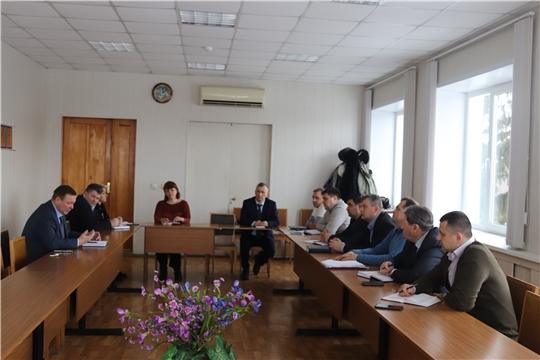 Глава алатырской администрации В.И. Степанов провёл рабочую встречу с руководителями муниципальных унитарных предприятий и представителями управляющих организаций
