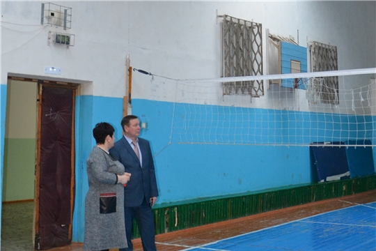 Глава алатырской администрации В.И. Степанов в ходе рабочей поездки по городу посетил школу №7 и физкультурно-спортивный комплекс