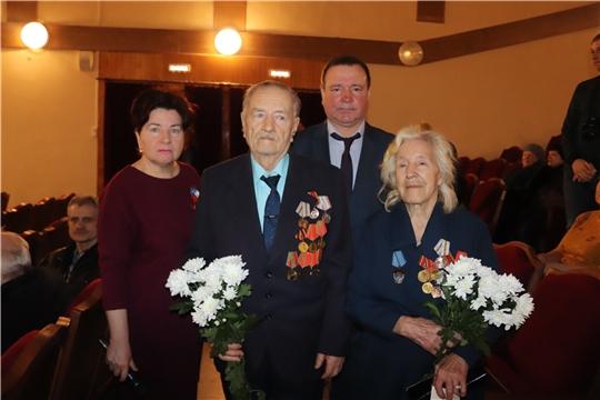 На праздничном концерте в честь Дня защитника Отечества ветеранам Алатыря вручили юбилейные медали «75 лет Победы в Великой Отечественной войне»
