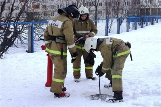 Пожарный гидрант зимой