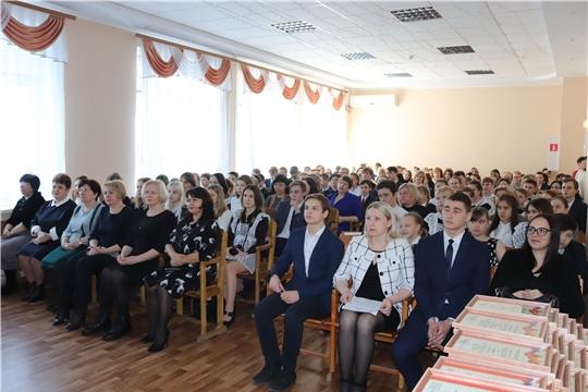 Стипендии – лучшим учащимся школ и учреждений дополнительного образования Алатыря