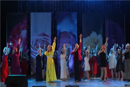 Подарком алатырцам в Международный женский день стала новая творческая программа, подготовленная коллективом Дворца культуры