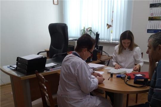 Специалисты Алатырской ЦРБ начали выезды на предприятия и в организации города для проведения профосмотров работников