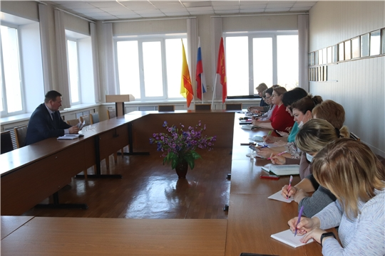 Глава администрации города Алатыря В.И. Степанов провёл встречу с заведующими детских садов города