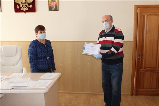Депутат Госсовета Чувашии Юрий Кислов подарил медикам Алатырской ЦРБ защитные комбинезоны