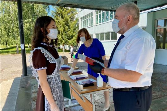 г. Алатырь: гимназисты в торжественной обстановке получили свои первые документы об образовании