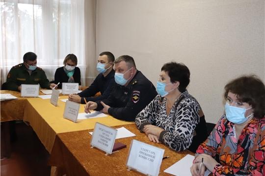 Призывная комиссия в военном комиссариате города Алатыря и Алатырского района