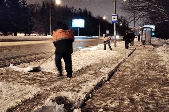 На уборке снега в Чебоксарах задействовано более 100 единиц техники