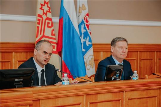 Задачи по улучшению качества работы поставил структурным подразделениям на городской планерке в Чебоксарах глава администрации Алексей Ладыков