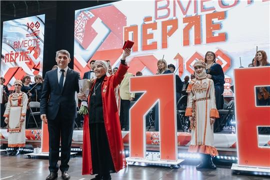 Олег Николаев вручил первые медали «100 лет образования Чувашской автономной области»