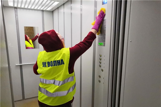 Управляющие организации Московского района г. Чебоксары проводят работу по дезинфекции жилого фонда