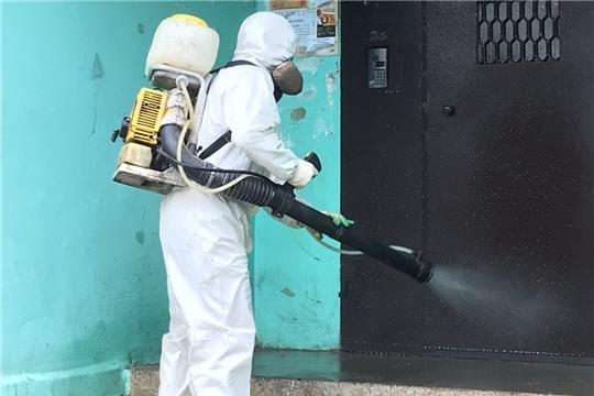 В многоквартирных домах Чебоксар продолжается дезинфекция мест общего пользования