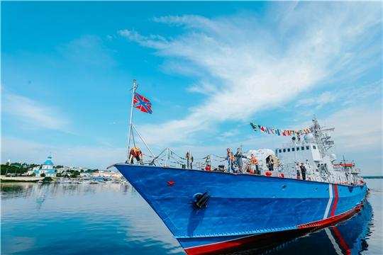 Корабль «Чебоксары» встретили в столице Чувашии по традициям ВМФ